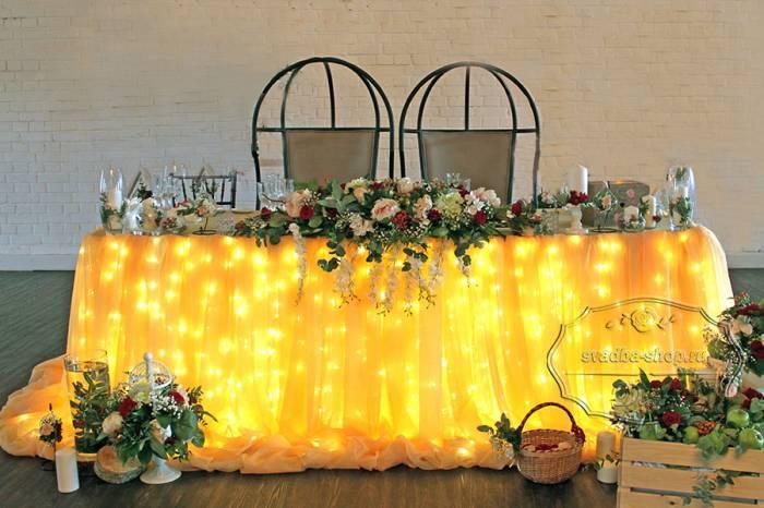 Свадебный президиум с цветами